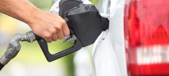 Benzinin Litresine Gece Yarısı Zam Geliyor