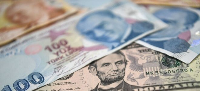 Dolar tarihte ilk kez 8 liranın üzerinde