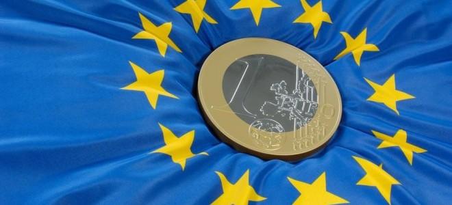 ECB, Euro Bölgesi büyüme ve enflasyon beklentilerini düşürdü