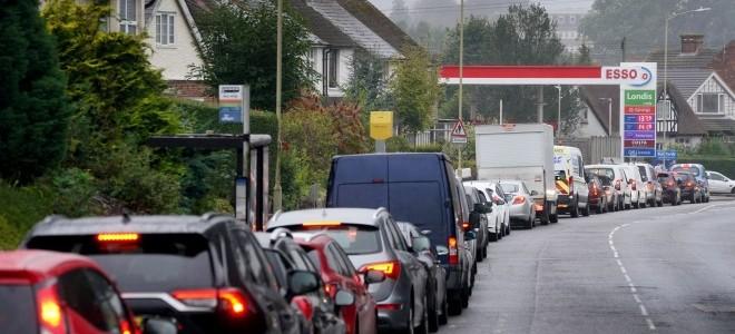 İngiltere'de Londra ve ülkenin güneydoğu bölgesindeki benzin istasyonlarının yüzde 10'unda yakıt yok